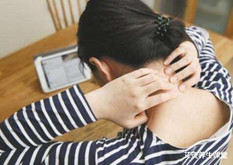 颈椎病会有什么症状?艾灸哪里效果好?